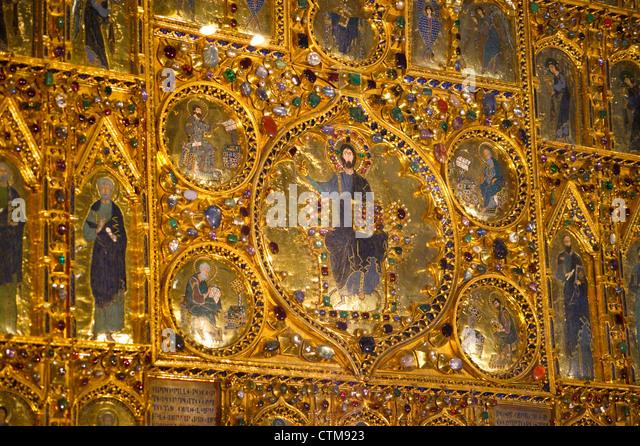 Pala d 39 oro stock photos pala d 39 oro stock images alamy for Pala de oro