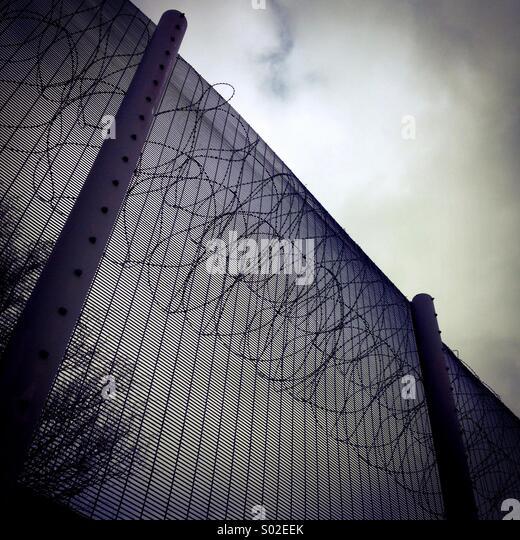 Prison Fence Uk Stock Photos & Prison Fence Uk Stock