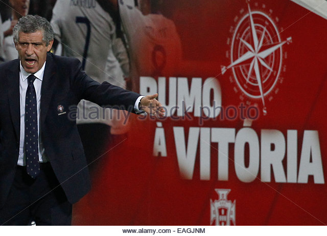 Algarve, Portugal. 14th November, 2014. PORTUGAL, Faro: Portugal's head coach Fernando Santos talks during the - Stock Image