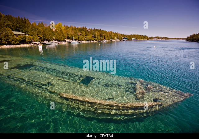Shipwreck of the Sweepstakes (built in 1867) in Big Tub Harbour, Fathom Five National Marine Park, Lake Huron, Ontario, - Stock-Bilder