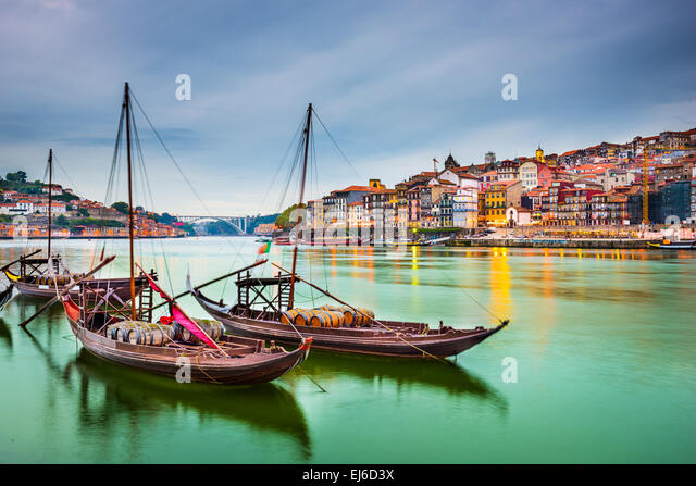 Porto, Portugal old town cityscape on the Douro River with traditional Rabelo boats. - Stock-Bilder