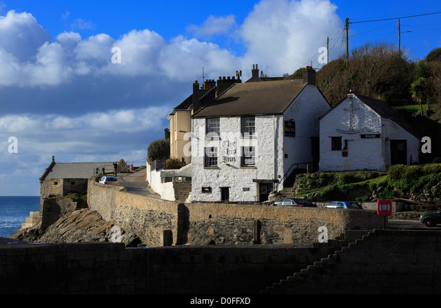 The Ship Inn, Porthleven, Cornwall. Oldest inn in the small fishing village, said to be haunted. - Stock Image
