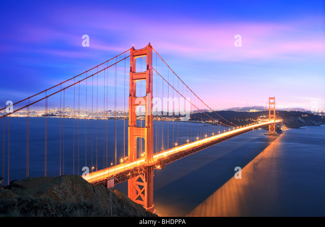 Golden gate Bridge and San Francisco Skyline viewed at dusk - Stock-Bilder