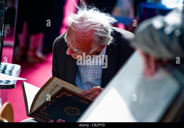 LONDON, UK - 25th MAY 2012: visitor at the 55th London International Antiquarian Book Fair, the oldest book fair - Stock-Bilder