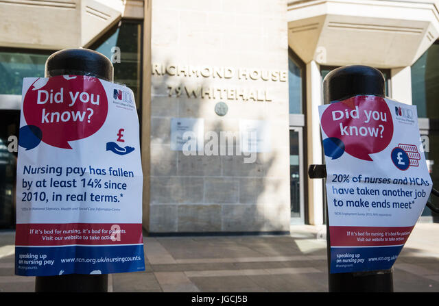London, UK. 5th July, 2017. Posters used by nurses attending a 'Scrap the Cap' protest against ongoing cuts - Stock Image