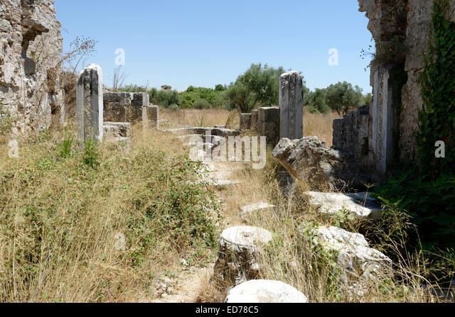 View of the remains of the Episcopal Palace and Basilica complex. Side. Turkey. Dating from the 5th century, the - Stock-Bilder