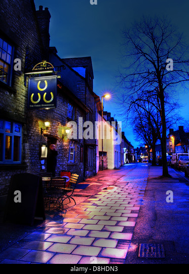 Three Horseshoes Pub Witney at Dusk Oxen - Stock Image