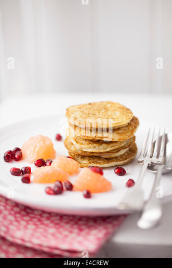 American Style Pancakes with Fruit - Stock-Bilder