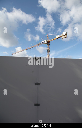 Germany, Berlin, View of construction site with wall and crane - Stock Image