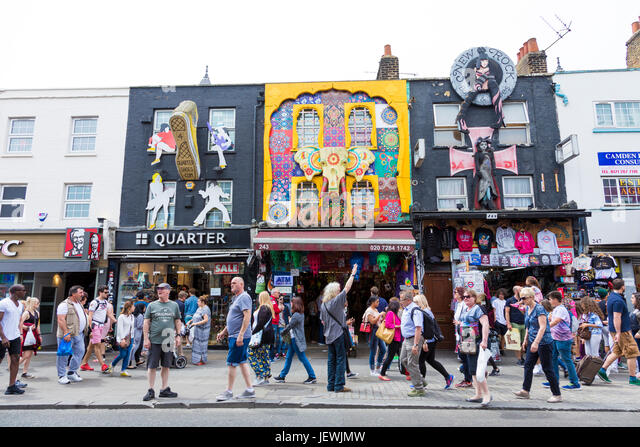 Crowds and colourful arty shop fronts in Camden Market, London, UK - Stock Image