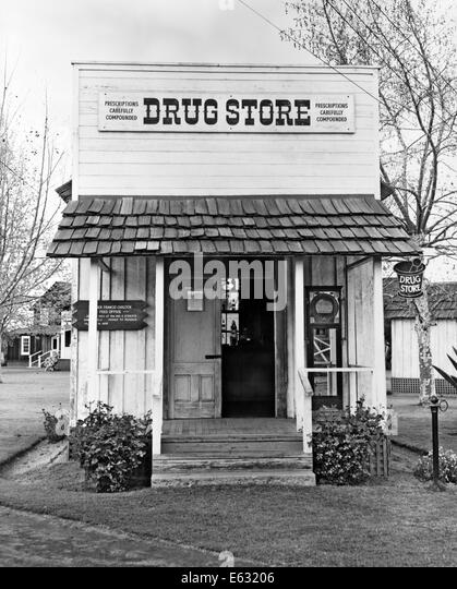 1900s SMALL RURAL DRUG STORE TURN OF CENTURY - Stock Image