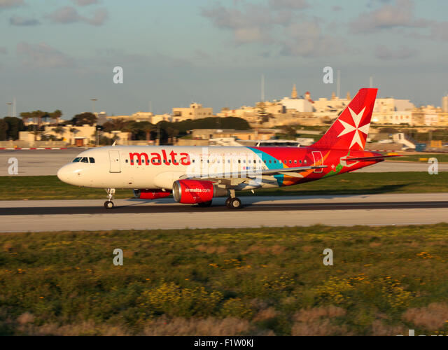 Air travel. Air Malta Airbus A319 taking off from Malta - Stock-Bilder