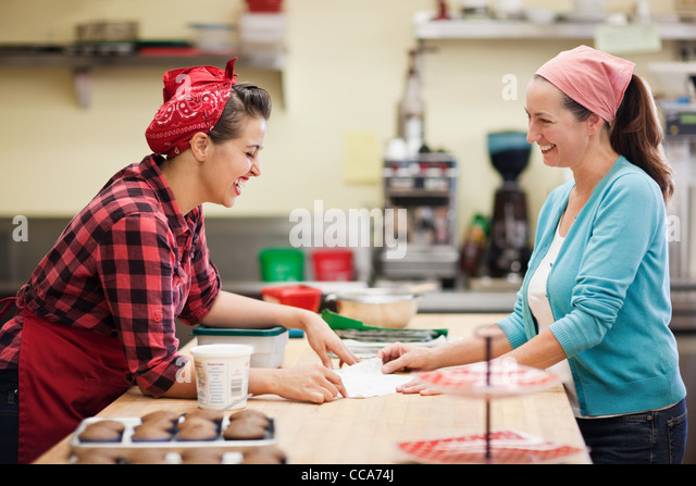 Women working together in commercial kitchen - Stock-Bilder