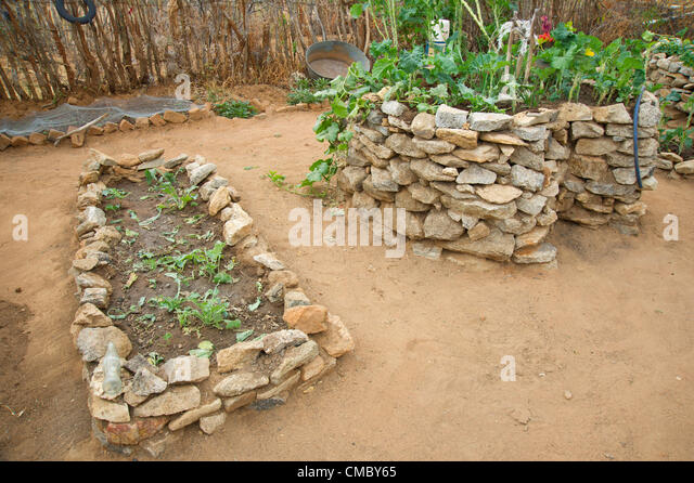 Keyhole garden stock photos keyhole garden stock images for Garden design ideas in zimbabwe
