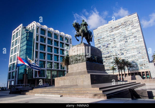 A view of the city square in Montevideo showing the statue of General Artigas - Stock Image