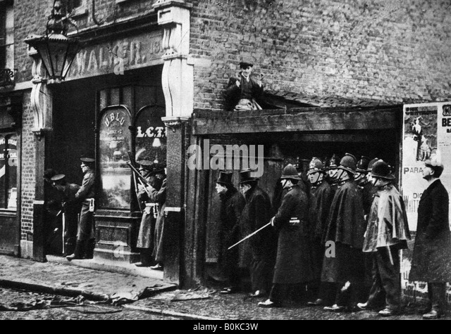 The Sidney Street siege, Whitechapel, London, 1911, (1935). - Stock Image