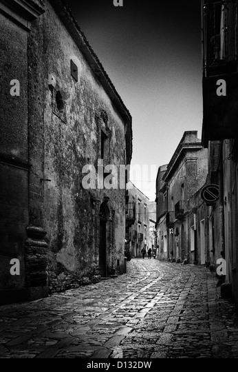 Narrow cobblestone path illuminated by moonlight - Stock Image