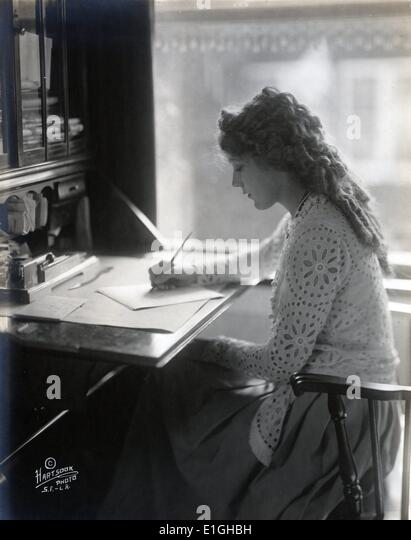 Mary Pickford writing at a desk 1918 - Stock Image