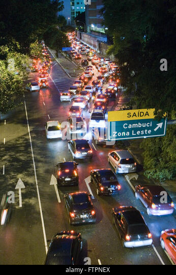 Avenida 23 de Maio in congested access Radial Leste time after dusk - Stock Image