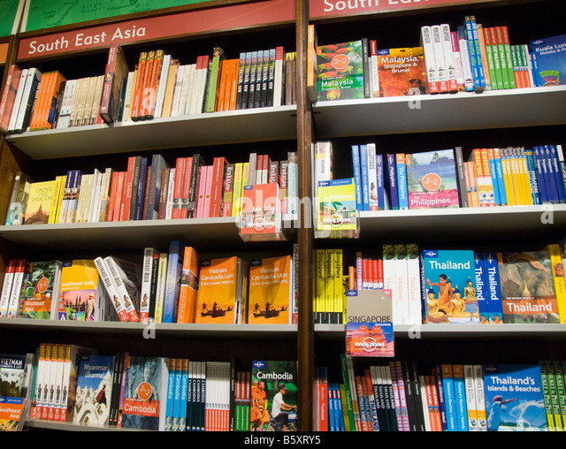 Travel guides to South East Asia for sale in a bookshop in Britain - Stock-Bilder