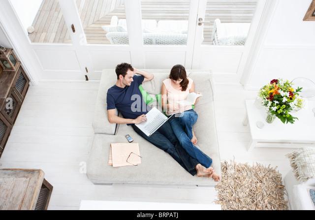 Couple on Sofa - Stock-Bilder