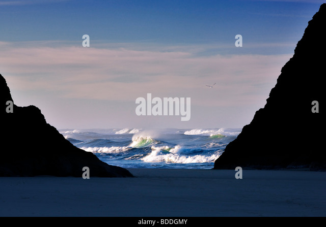 Waves and rocks at Bandon Beach, Oregon. - Stock Image