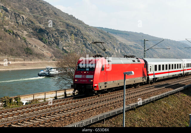 Intercity train passing Oberwesel, Upper Middle Rhine Valley, UNESCO World Heritage Site, Rhineland-Palatinate - Stock-Bilder