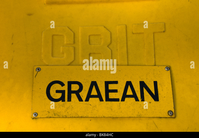 Bilingual Welsh and English sign on a road grit container, Nantmor, Snowdonia, North Wales, UK - Stock Image