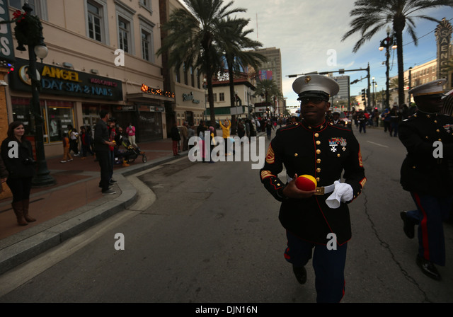 Gunnery Sgt. Stacey Johnson, a Marine officer selection assistant in Baton Rouge, La., dashes through the streets - Stock Image