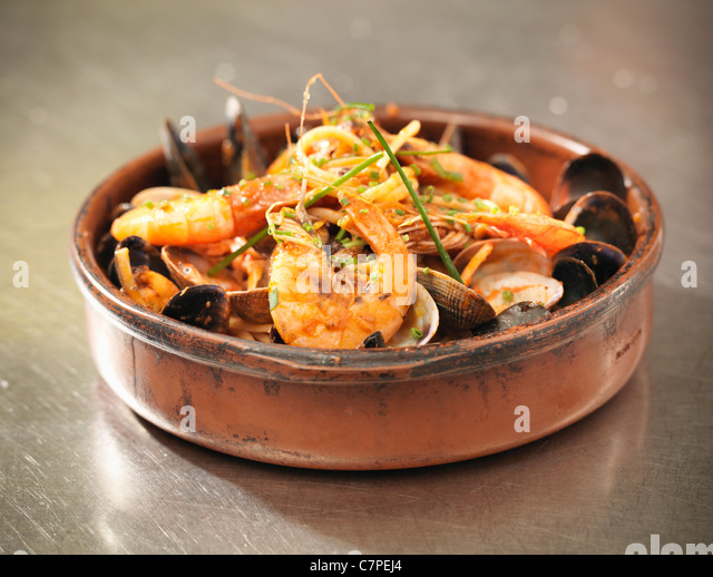Bowl of prawns and mussels - Stock Image