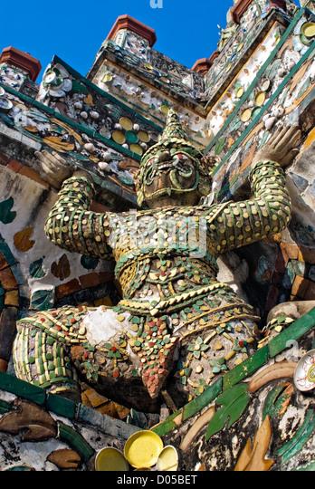 Architectural detail at the Prang of Wat Arun, Bangkok, Thailand | Architektur Detail am Wat Arun, Bangkok, Thailand - Stock-Bilder