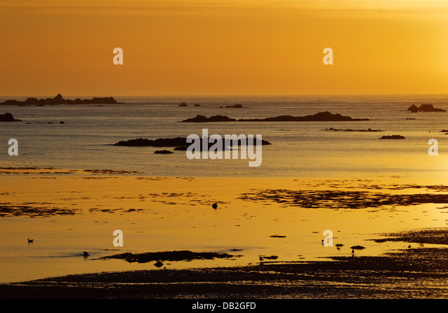 Sunset across L'Eree Bay Channel Islands, UK LA005914 - Stock-Bilder