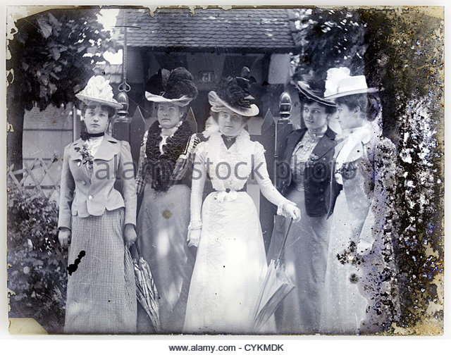 fashionable dressed women on fading glass plate image Paris 1900s - Stock-Bilder