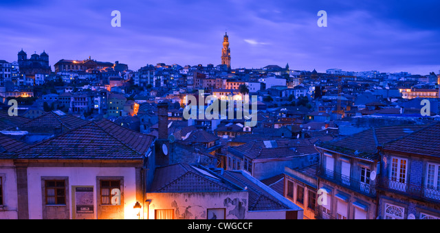 Overview to Torre dos Clerigos Porto Portugal at twilight - Stock-Bilder