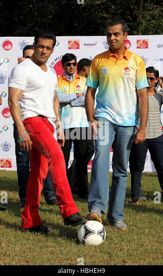 Milind Deora Union Minister State Shipping Bollywood Salman Khan during commemoration ceremony Junior Soccer Challenger - Stock-Bilder