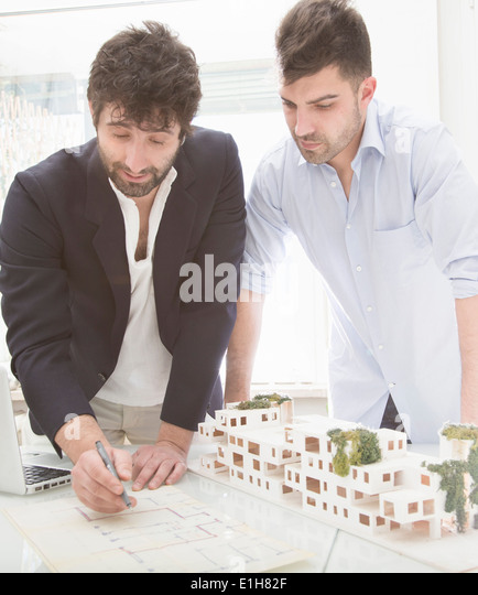 Men looking at architectural plans - Stock-Bilder
