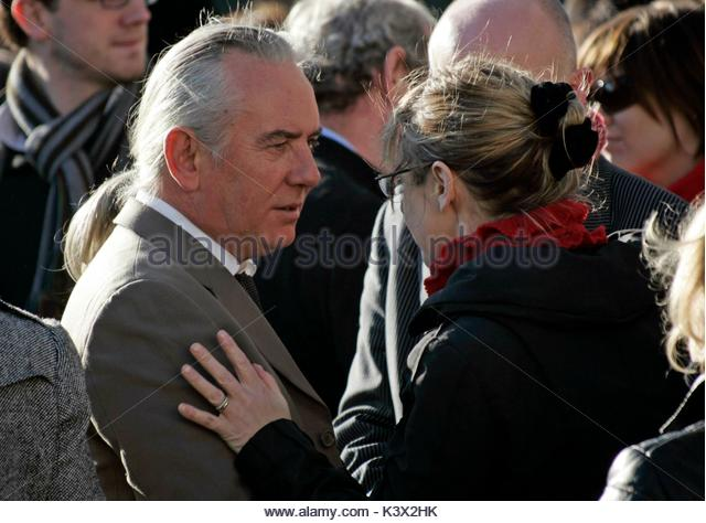 John O'Keefe and Pauline McLynn at the funeral of Geraldine O'Keefe, mother of actor Jonathon Rhys Myers - Stock Image