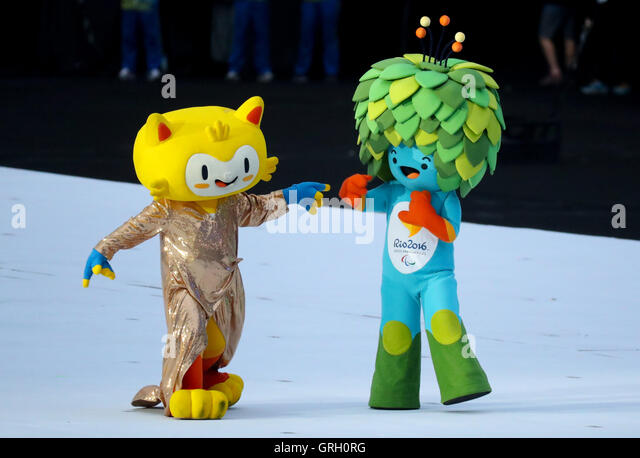 Olympic mascot Vinicius (L) and the Paralympic mascot Tom on stage prior the Opening Ceremony of the Rio 2016 Paralympic - Stock-Bilder