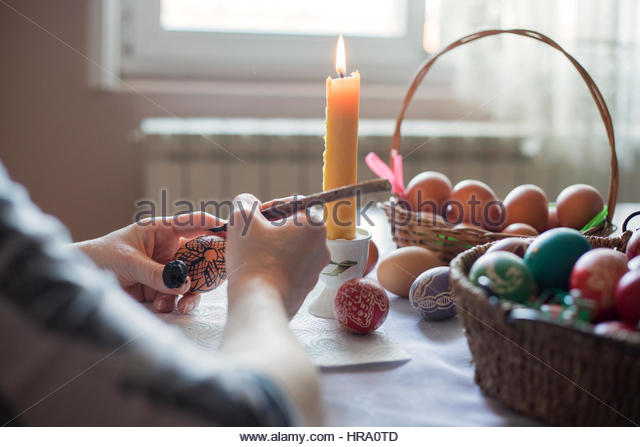 Coloring an Easter egg with wax - Stock-Bilder
