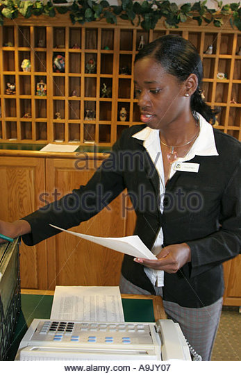 Tuscaloosa Alabama Country Inn and Suites reception desk Black female employees - Stock Image