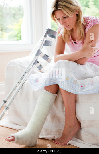 Woman with broken leg - Stock Image