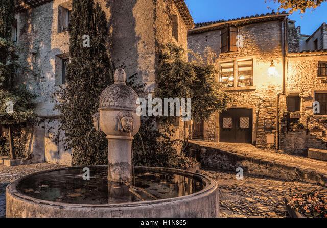 Fountain in roman town Vaison la Romaine , Provence, Provence-Alpes-Côte d'Azur, Vaucluse, France - Stock Image