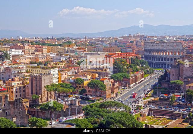 Rome cityscape, Via dei fori imperiali and Colosseum - Stock Image