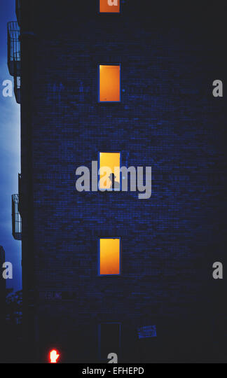 A silhouette of a Hasidic Jew in a building in Williamsburg/New York. - Stock-Bilder