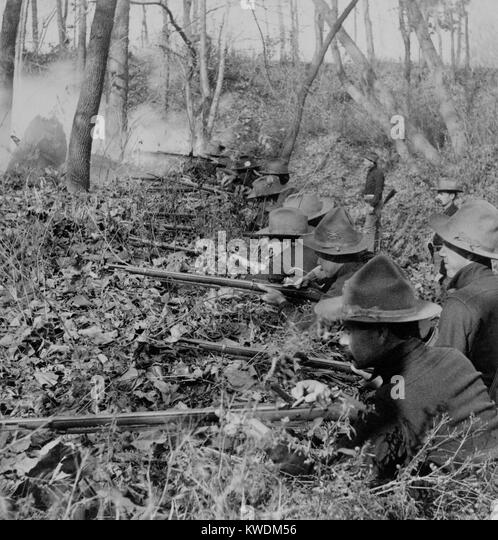 American soldiers entrenched against the Filipinos insurgents in 1899, Philippine-American War (BSLOC_2017_10_84) - Stock Image