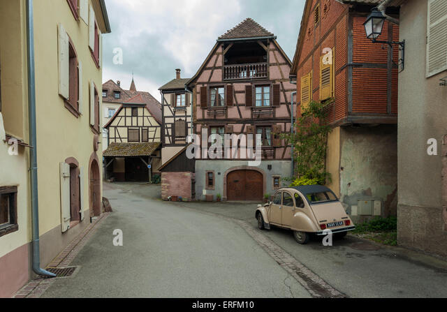 Old french car stock photos old french car stock images for Garage renault matha
