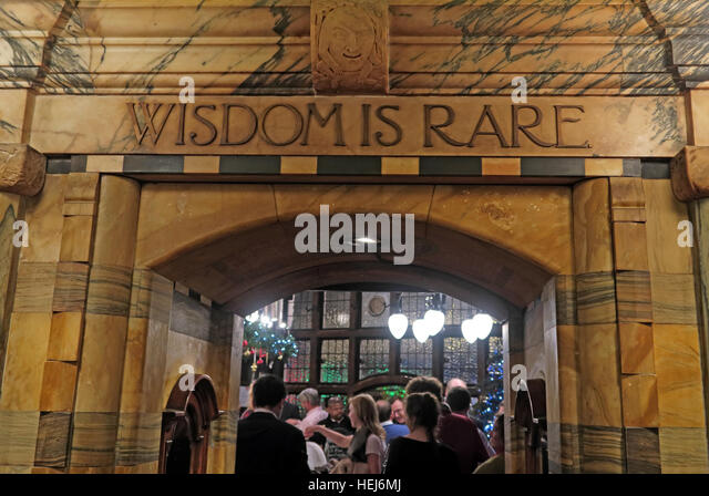 The Black Friar, Blackfriars, London, England, UK at night- Wisdom Is Rare - Stock Image