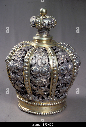 5140. TORAH CROWN, PLACED ON THE TOP OF THE TORAH SCROLL HOUSING AS DECORATION, CENTRAL EUROPE, 19TH. C. - Stock Image