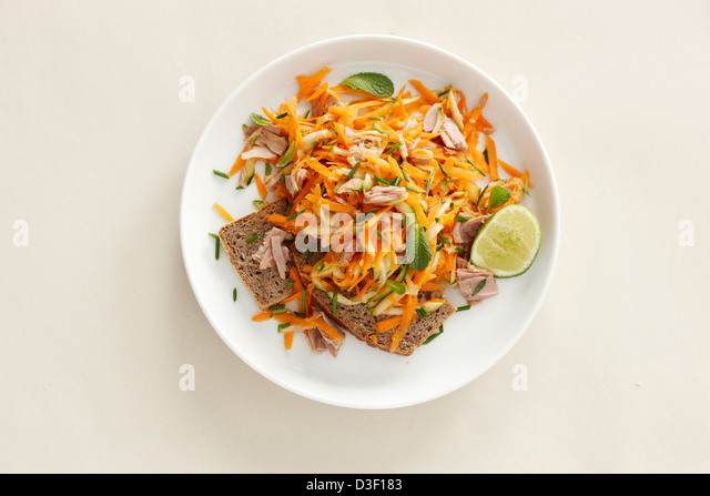 Tuna carrot ginger salad brown bread - Stock Image