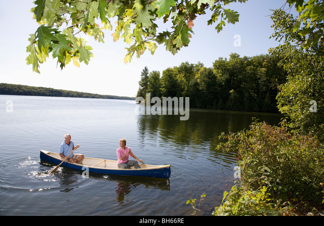 Senior couple in canoe - Stock Image